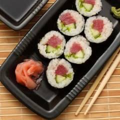 фото рецепта Роллы с тунцом и огурцом