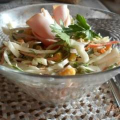 Салат из капусты, моркови и ветчины