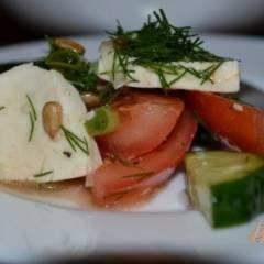 Салат из помидор и моцареллы