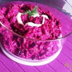 Салат из свеклы с чесноком и изюмом