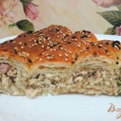 Слоёный пирог с куриным мясом шпинатом и творогом.