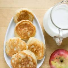 фото рецепта Оладьи на дрожжевом тесте с яблоками