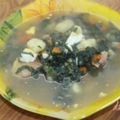 Суп с щавелем и крапивой на курином бульоне