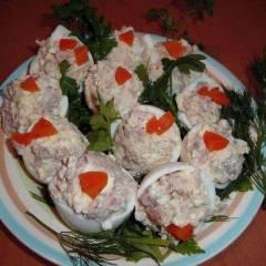 фото рецепта Фаршированные печенью трески яйца