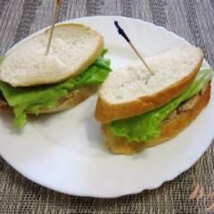 фото рецепта Сэндвич с тунцом и маринованными огурцами