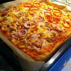 фото рецепта Пицца с тунцом и кукурузой.