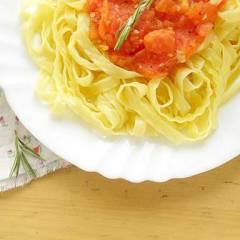 фото рецепта Паста с томатным соусом и розмарином