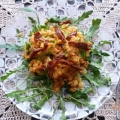 Салат из красной чечевицы с вялеными помидорами