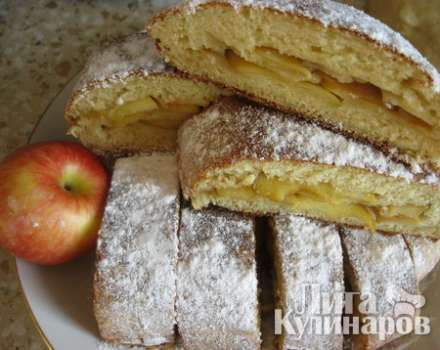 Рулет из творожного теста с яблоками