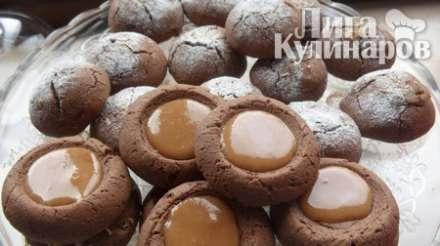 Шоколадное печенье с конфетами