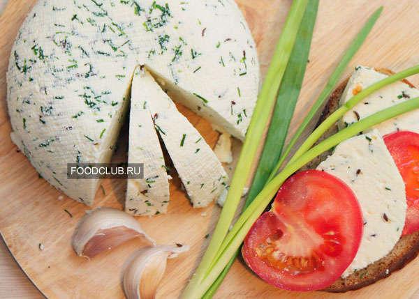 Домашний сыр с луком и тмином