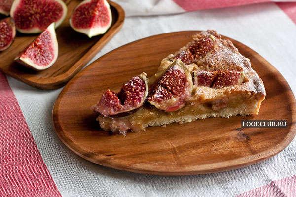 Миндальный пирог со свежим инжиром