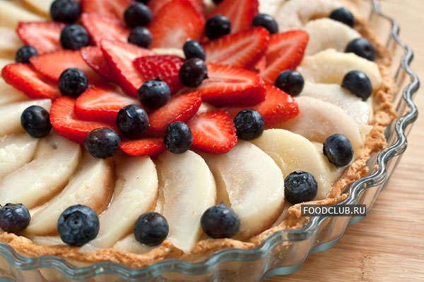 Торт с заварным кремом и фруктами