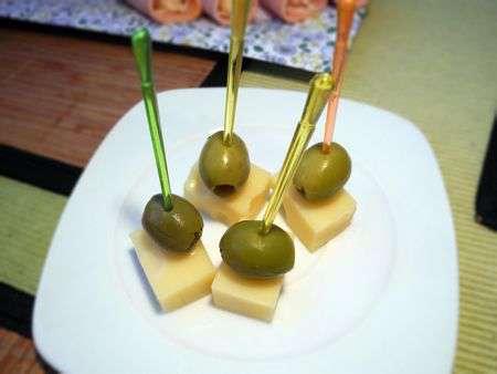 Канапе из оливок с сыром