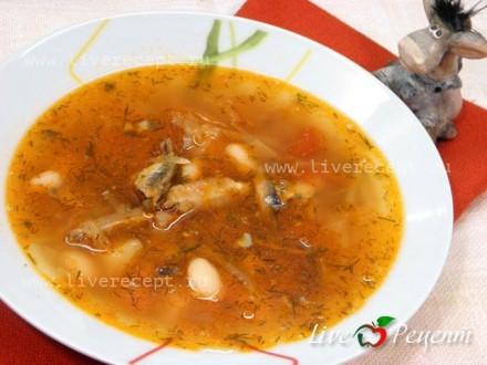 Постный борщ с фасолью и рыбными консервами