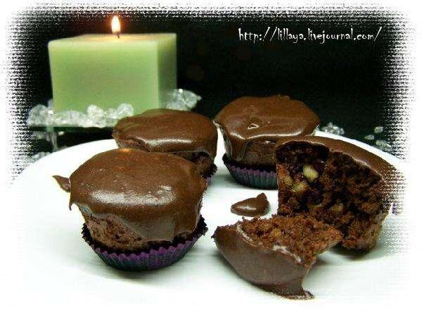 Шоколадные маффины с орехами и клюквой