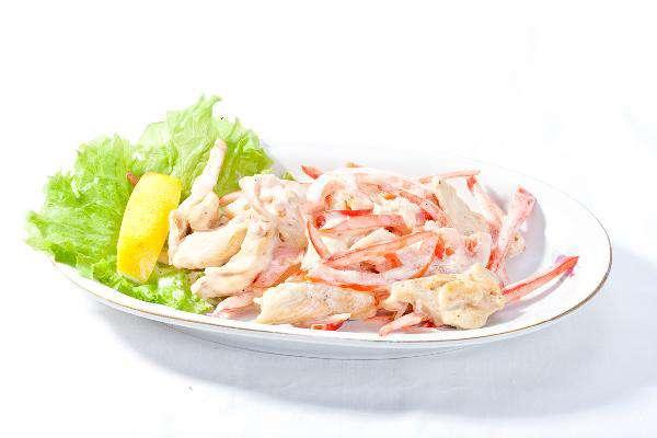 Салат с курицей и мясом краба