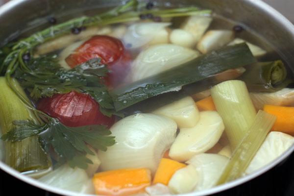 К концу варки в овощах не должно остаться ни вкуса, ни запаха. Все это перейдет в бульон.