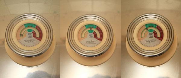 Кастрюлю с картофелем накрываем крышкой и ставим на самый тихий огонь. Т.к. этот овощ крахмалистый, не очень сочный, нужно время чтобы начал образовываться конденсат, поэтому огонь должен быть минимальным. Иначе картошка может подгореть.<br><br>    Когда стрелка термоконтроллера укажет на середину шкалы, плиту нужно выключить и дождаться, когда стрелка вернётся к началу зелёного поля. Для этого кастрюлю можно снять с плиты и доводить картошку до готовности на столе, освободив плиту для других блюд, например.