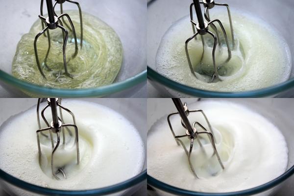 Сначала взбиваем яичные белки с несколькими каплями лимонного сока до плотной пены.