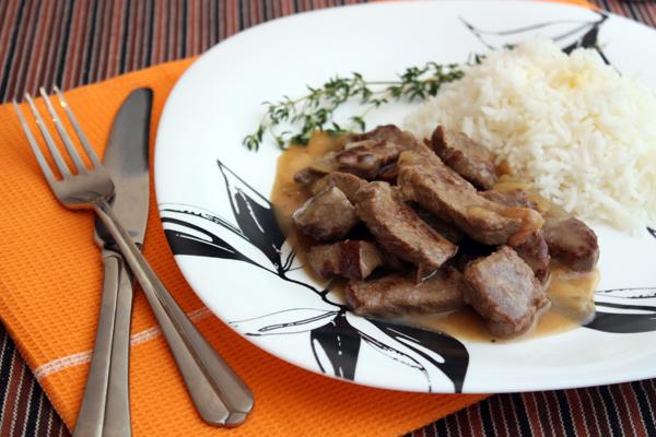 Мясо должно стать совсем мягким и ароматным. Подавать его можно практически с любым гарниром, я выбрала рис.