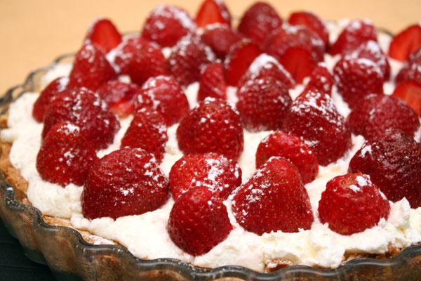 Теперь осталось посыпать пирог сахарной пудрой и ждать гостей. :)  Приятного аппетита!