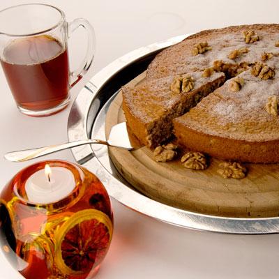 Охлажденный пирог посыпьте сахарной пудрой и украсьте орехами. <br><br>Вот и все. Уплетайте за обе щеки на здоровье!