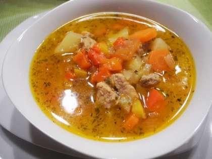 Готовый суп разлить по тарелкам