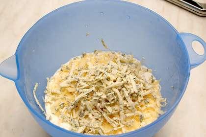 Отварить горошек и стручковую фасоль 5 минут.