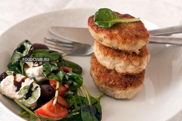Подавайте горячими, гарнир и овощной салат будут кстати.  Приятного аппетита!