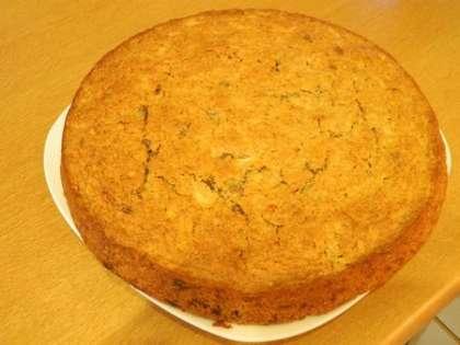 Пирог остудить и разрезать на равные кусочки