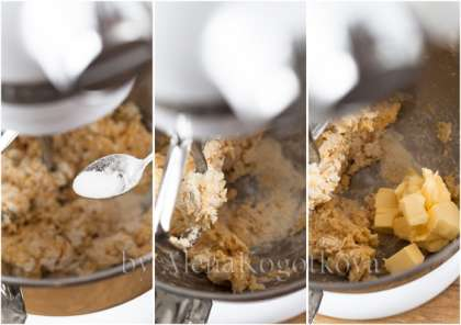 Не увеличивая скорости, добавить сахар, затем яйца и замешивать до однородности (1-2 минуты). Остановить миксер и спатулой соскрести со стенок чаши сухие крошки.