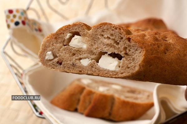 Готовый хлеб переложите на решетку и остудите.  Приятного аппетита!