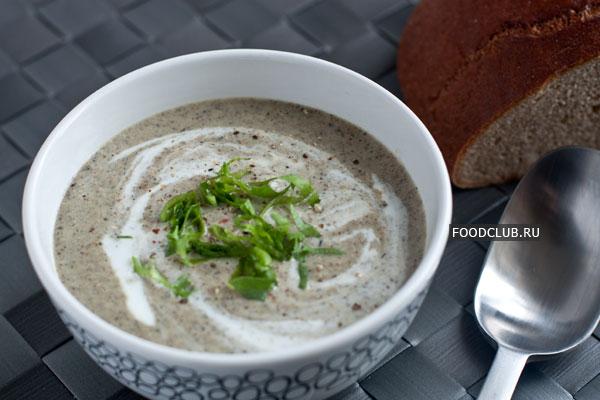 Подавайте суп горячим, с крутонами и зеленью. Можно дополнительно подать сливки, сметану или йогурт.