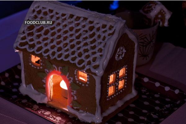 Внутрь домика можно ненадолго(!) поставить зажженную свечу. Соблюдайте правила пожарной безопасности и не оставляйте домик с огнем без присмотра.