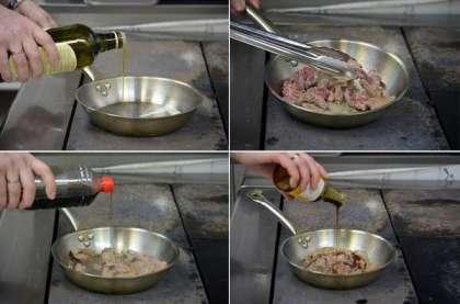 Нарежьте говядину на тонкие кусочки.