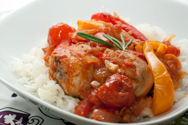 Очень вкусно подавать с вареным рисом типа басмати.