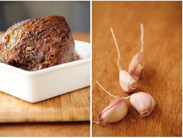 Овощи (пастернак, морковь, лук, сельдерей) крупно порезать. Выложить на дно формы для запекания. Сверху положить мясо (излишки маринада можно вытереть бумажным полотенцем, чтобы он не сгорел) и отправить в разогретую до 220 градусов Цельсия духовку на час, затем уменьшить температуру до 180 и запекать еще (этому отрубу в моей духовке хватило еще 5 минут, чтобы достичь желаемых 65 градусов).   Для всех вышеперечисленных отрубов говядины (исключая филе-миньон) время запекания (градусы по шкале Цельсия):    rare 15 минут при температуре 220 градусов на каждые 450 граммов мяса + 15 минут при 180    medium 20 минут при температуре 220 градусов на каждые 450 граммов мяса + 20 минут при 180    well done 25 минут  при температуре 220 градусов на каждые 450 граммов мяса+ 25 минут при 180    Для отруба филе-миньон весом 1.5 кг до степени rare 25 минут при 220 градусах, до medium – 30 минут при той же температуре    Запекать мясо до нужной степени значительно легче, если есть термометр для мяса:    Rare – когда температура внутри мяса достигла 60 градусов С    Medium – 70 градусов С    well done – 80 градусов С    термометр нужно поместить в середину отруба, если отруб на кости, термометр не должен ее касаться