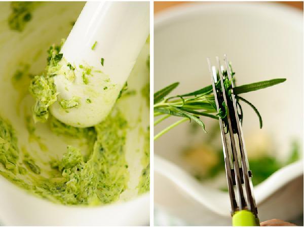 Масло    Чеснок, соль, травы растереть в ступке до состояния пасты, добавить масло, перемешать, убрать в холодильник на 20 минут.