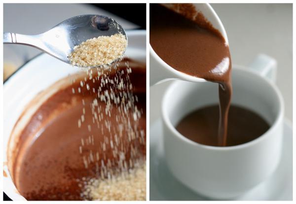 Добавляем сахар и коньяк по вкусу и разливаем по чашкам. При желании украшаем взбитыми сливками или шоколадной стружкой.