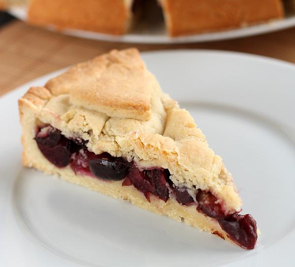 Перед подачей хорошо охладите пирог, и только затем режьте.   Приятного аппетита!