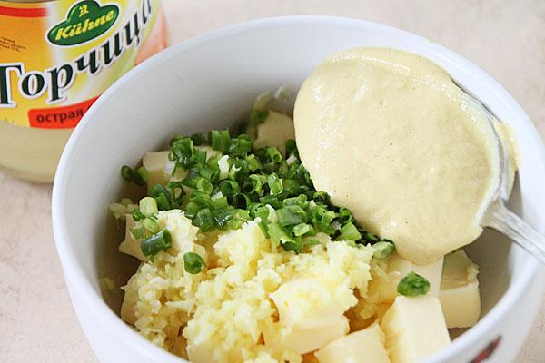 Добавляем дижонскую горчицу, без зерен (1 столовая ложка).