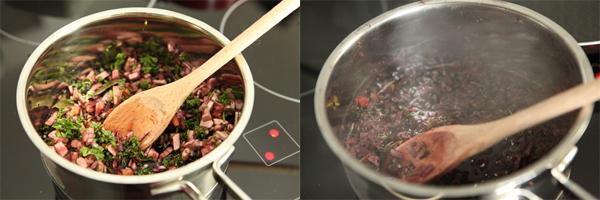 В сотейник вливаем вино, добавляем морковь, половину лука, грибы, лавр, петрушку. На среднем огне нагреть смесь, НО не давать закипеть. От нее должен идти пар, но она не должна