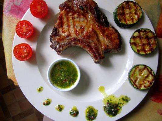 Это зеленый соус прекрасно сочетается с мясными блюдами(особенно стейками) и овощами гриль.   Приятного аппетита.