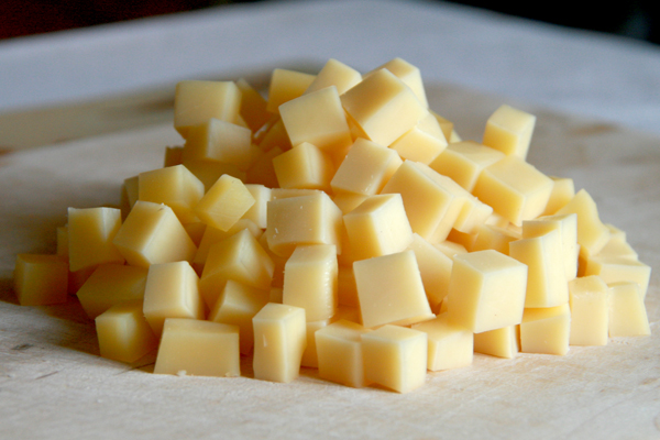 Сыр... тоже кубиками :)