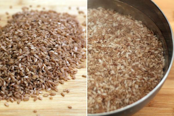 В этом плове используется узбекский рис девзира, который идеально подходит для плова — не разваривается и не слипается.  Рис нужно промыть и замочить в холодной воде на 30-40 минут.