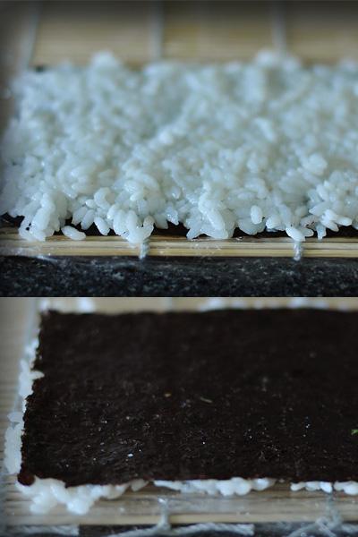 На этом этапе вам понадобится мисочка с прохладной водой, иначе можно не справиться с очень липким рисом. Отрезаем половинку от большого листа нори и кладем его на циновку, обернутую пищевой пленкой (чтобы рис не прилипал). Сверху по всей поверхности водоросли выкладываем рис, затем делаем так, чтобы рис оказался снизу: накрываем рис свободной половиной циновки и переворачиваем.
