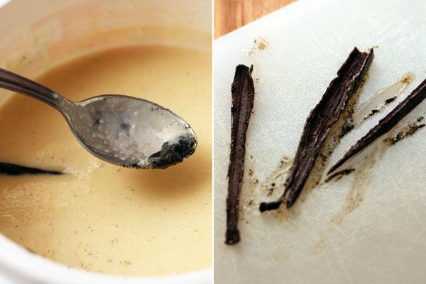 Достаньте ваниль, выскребите ложкой семена и добавьте их в сливки.